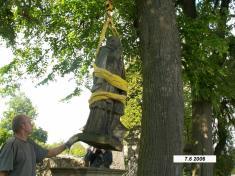 Renovace sochy a kříže před kostelem sv. Markéty